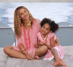 On Wednesday, Beyonce shared a plethora of snaps to her website of herself, husband Jay-Z, their daughter Blue Ivy and the twins Rumi and Sir enjoying some down time between shows. Beyonce 2013, Beyonce Twin, Style Beyonce, Beyonce Et Jay Z, Beyonce Fans, Beyonce Photos, Beyonce Knowles Carter, Beyonce Music, Blue Ivy Carter
