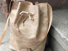 Tutorial fai da te: Realizzare una borsa di pelle a secchiello via DaWanda.com