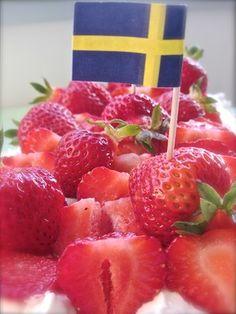 Kakor och Drömmar - Bästa jordgubbstårtan. Cake Decorating, Strawberry, Fruit, Desserts, Food, Tailgate Desserts, Deserts, Essen, Strawberry Fruit