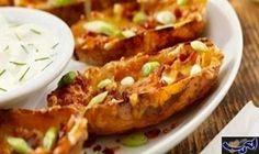 البطاطا المحشوة بالجبن: المكونات: 6 حباتبطاطاكبيرة، منظفة جيدا 2 ملعقة كبيرة زبدة بدون ملح 6 اونس جبن تشيدر مبروش 5 شرائح لحم مقدد، مقلي…