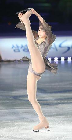 Hot Figure Skaters, Figure Skating, Sport Gymnastics, Artistic Gymnastics, Kim Yuna, Ice Girls, Female Gymnast, Olympic Athletes, Sporty Girls