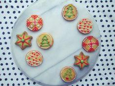 Makkelijke kerstkoekjes- de koekjes hebben maar weinig ingrediënten en zijn binnen no-time klaar! - Easy Christmas cookies!