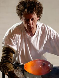 British glass-maker Bob Crooks