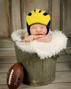 Crochet Michigan helmet