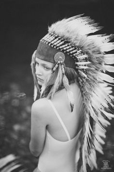 inspired by feathers Photomontage, Black White Photos, Black And White, Native American Headdress, Leaf Photography, Feather Headdress, Fashion Photography Inspiration, Native Indian, Autumn Inspiration