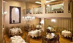 Με ολοζώντανες τις αναμνήσεις της παλιάς αστικής Αθήνας και μια κουζίνα που αντέχει στον χρόνο, τα ιστορικά αυτά εστιατόρια συνεχίζουν απτόητα να προσφέρουν γαστρονομικές συγκινήσεις στους Αθηναίους καλοφαγάδες. Εσείς τα έχετε επισκεφθεί; Places In Greece, Take Me Out, Athens, Places To Go, Restaurants, Ceiling Lights, City, Home Decor, Decoration Home