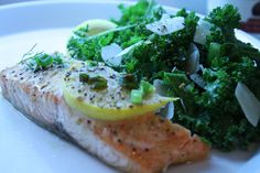 low FODMAP salmon recipe with kale salad! perfection!