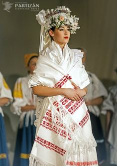 Slovak folklore Folk ensemble Partizan from Slovenska Lupca near town of Banska Bystrica, Central Slovakia Red Silk Dress, White Dress, Ethiopian Wedding, Folk Embroidery, Floral Embroidery, Indonesian Wedding, Traditional Dresses, Traditional Wedding, Folk Costume
