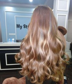 Blonde Hair Color Ideas For Summer Discover Blonde shared by Ky Boogie on We Heart It hair blonde and beauty image Hair Inspo, Hair Inspiration, Fashion Inspiration, Curly Hair Styles, Natural Hair Styles, Brown Blonde Hair, Medium Blonde, Aesthetic Hair, Blonde Aesthetic
