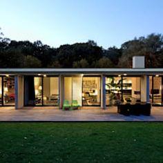 Por de kovel architecten moderno | homify Modern Wall, Modern Living, Bungalow, Pavilion, Facade, Restoration, Villa, Flooring, Living Room