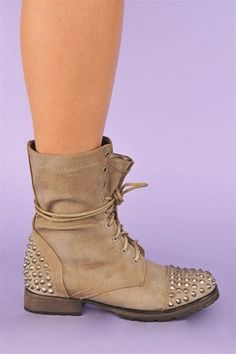 studded combat boots <3