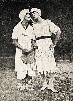"""Street Carnival Rio de janeiro, 1920  Foliões pertencentes ao Clube de Regatas São Cristóvão, localizado em bairro homônimo, durante o Carnaval. Os homens fantasiados de mulheres durante o carnaval são apelidados no Rio de """"cutruvias"""". Rio de Janeiro, fevereiro de 1920."""