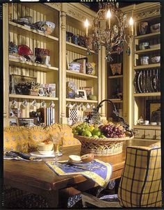 Every kitchen should have a sofa and a French chandelier. French Country, Luxury Homes Cabinetry French Country Kitchens, French Country Cottage, French Country Style, Cottage Style, French Kitchen, Italian Cottage, Country Charm, Country Life, French Interior
