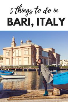 5 things to do in a day in Bari, Italy. What the video how a pizzaiolo is making a real spettacolo! #pizza #Italy #Bary