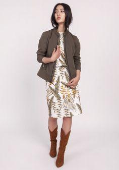 Dopasowana kurtka na zamek, delikatna stójka, długie rękawy zakończone mankietami, na mankietach zamek, podszewka,dopasowany krój Spandex, Sequin Skirt, Jackets For Women, Coat, Skirts, Model, Clothes, Steam Iron, Bleach