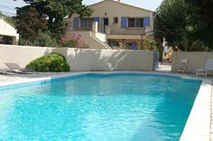 Groepsverblijven in de Provence te huur met omheind zwembad - BBQ + gasbekken buiten - 17 personen (!) - 8 slaapkamers 3000 EUR (met elektr. en schoonmaak inbegrepen) -
