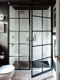 En la ducha: una hoja y un fijo