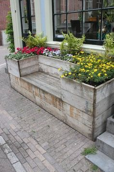 This family built its own wooden gardening box with a built-in bench against the side of their front staircase.