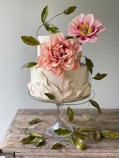 Large Wedding Cakes, Cool Wedding Cakes, Beautiful Wedding Cakes, Beautiful Cakes, Planning A Small Wedding, Bolo Cake, Modern Cakes, Fresh Flower Cake, Modern Wedding Inspiration