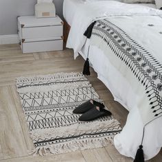 Cheap indian rugs, Buy Quality design carpet directly from China style carpet Suppliers: Kilim black white 100% cotton Living room Bedside Carpet geometric Indian Rug striped Modern Mat Morocco design Nordic style
