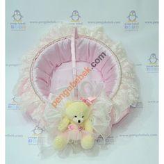 Pembe Ayıcık Bebek Sepeti, bebek şekerlerini sunmak için çok şık bir seçenek. Pengu Bebek