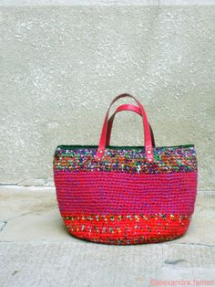 Handmade tote bag, Casual giant, purse, crochet, fabric shades multicolors, red, fucsia and pink.