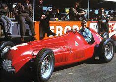 Para iniciar o projeto de divulgação da história da Fórmula 1 nada melhor que publicar os campeões do primeiro mundial da categoria disputado em 1950. Em destaque o italiano Giuseppe Farina e seu Alfa Romeo Alfetta 158 no GP da Grã-Bretanha, em Silverstone, quando chegou em primeiro lugar. Nino, como era conhecido, venceu três das sete corridas. Seu companheiro Juan Manuel Fangio também vence três etapas e ficou com o vice-campeonato num domínio total da Alfa Romeo.