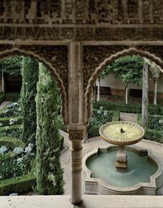 Una visión inédita de la Alhambra por Jean Laurent y Fernando Manso. Alhambra Spain, Granada Spain, Andalusia Spain, Islamic Architecture, Art And Architecture, Spanish Garden, Palace Garden, Water Life, Spain And Portugal