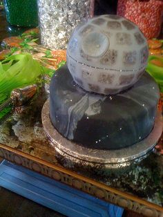 If a Death Star wedding cake isn't setting you up for a miserable marriage I don't know what is...