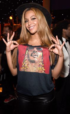 Beyonce shows her support for Stevie Wonder and looks FAB!