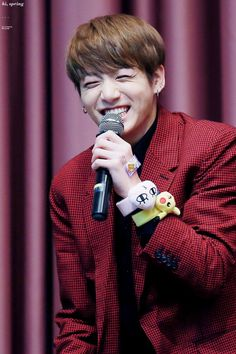 LOOK AT MY BABY'S EYE SMILE OMG SO CUTE I CAN'T
