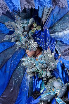 Jember Fashion Carnaval, Indonesia by Twomean Mu'min, via Carnival Makeup, Carnival Costumes, Tenerife, Brazil Carnival, Venice Mask, Fantasy Costumes, Dance Costumes, Space Fashion, Fantasy Dress