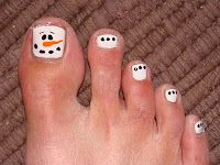 ToeTats: Christmas Toes (I think I would do a solid color or something instead of all white on the other toes)