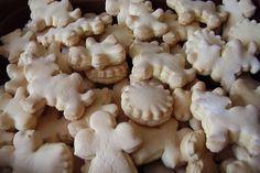 Vánoční cukroví - zázvorky Czech Recipes, Holiday Cookies, Christmas Candy, Cooker, Biscuits, Garlic, Recipies, Stuffed Mushrooms, Dessert Recipes
