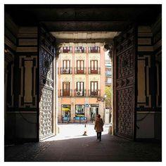 Comparte tus fotos del barrio con nosotros utilizando el #condeduquegente  Gracias @maverdera por compartir esta maravilla de foto  #condeduquegente #condeduque #Madrid #Spain #streetphoto #travel #viajes #doorsworldwide