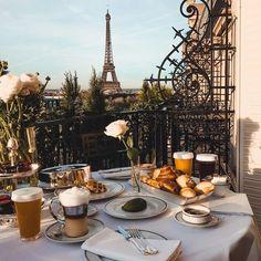 Paris Ville, Oui Oui, Tour Eiffel, Travel Aesthetic, Paris Travel, Dream Vacations, Beautiful Places, Aesthetics, Aesthetic Poetry