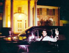 19 maart .....60 years ago #OTD, #Elvis put a down payment on #Graceland. Find out more on the Graceland Blog: http://blog.graceland.com/elvis-presleys-graceland/ …