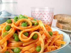 Fettuccine con sugo e piselli  #ricette #food #recipes