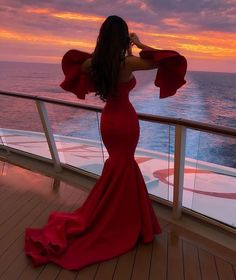 A red dress is just like a little black dress, timeless and elegant. Wearing red clothing will also raise your self-confidence, and you will feel magnificent. Ball Dresses, Ball Gowns, Evening Dresses, Prom Dresses, Formal Dresses, Wedding Dresses, Fitted Dresses, Elegant Dresses, Pretty Dresses