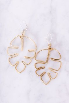 Schicke Ohrringe basteln l Schmuck DIY l Plant ladies, learn how to make your own brass monstera leaf DIY earrings Shabby Chic Schmuck, Cute Jewelry, Jewelry Accessories, Jewelry Trends, Jewelry Shop, Jewellery Designs, Jewellery Box, Diy Fashion Accessories, Diy Jewellery Earrings