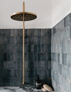 8 Gray Shower Tile Ideas for Anyone Who Loves Gray Gray is a contemporary, adaptable color that's perfect for bathrooms. So try on one of these gray shower tile ideas. Bathroom Colors, Bathroom Sets, Bathroom Fixtures, Master Bathroom, Brick Bathroom, Colorful Bathroom, Bathroom Trends, Family Bathroom, Bathroom Towels