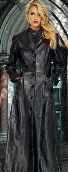 "Black rubber-lined satin ""Shortie"" mackintosh from Gekko Rainwear. Long Leather Coat, Leather Trench Coat, Black Leather, Vintage Leather, Grey Fashion, Leather Fashion, Womens Fashion, Leder Outfits, Cute Coats"
