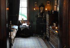 Sherlock Holmes Museum 004 - Sherlock Holmes Museum - Wikipedia, the free encyclopedia My New Room, My Room, Aesthetic Bedroom, Dream Bedroom, House Rooms, Bedroom Decor, Bedroom Ideas, Interior Design, Decoration