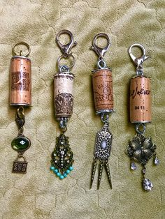 Purse charms Cork Purse, Handmade Keychains, Cork Art, Wine Cork Crafts, Wine Bottles, Key Chain, Charms, Creations, Craft Ideas