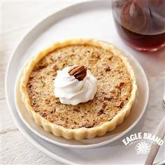 Toffee Pecan Tartlets Recipe from Eagle Brand® Sweetened Condensed Milk. Great Desserts, Delicious Desserts, Dessert Recipes, Yummy Food, Dessert Tarts, Autumn Desserts, Beautiful Desserts, Mini Desserts, Crisco Recipes