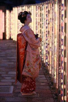 Travel Inspiration for Japan - Maiko in Arashiyama, Kyoto, Japan 嵐山