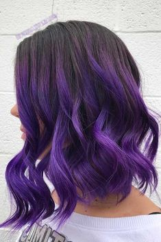 Deep Violet Ombre Want to try ombre hair, but not sure what look? We have put together a list of the hottest ombre looks for you to try! Why not go for a new exciting look? Hair Color 2017, Hair Color Purple, Hair Dye Colors, Cool Hair Color, Black Purple Ombre, Purple Wig, Ombre Color, Caramel Ombre Hair, Blond Ombre