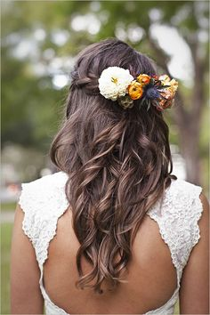 10 Half-Up Wedding Hairstyles: Which Is Your Favorite? 10 Half-Up Hochzeitsfrisuren: Welches ist Ihr Hairdo Wedding, Wedding Hair Flowers, Wedding Hairstyles For Long Hair, Wedding Hair And Makeup, Down Hairstyles, Flowers In Hair, Pretty Hairstyles, Hair Makeup, Fresh Flowers