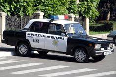 Un viejo patrulla de la marca Lada, todavía en servicio en la policía de Chisinau, capital de Moldavia