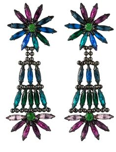Pendientes de cristales de Dannijo (369 euros), a la venta en Muic. Nosotras nos animamos a llevarlo con vestido lady y zapato masculino. ¡Esta mezcla consigue el equilibrio perfecto!